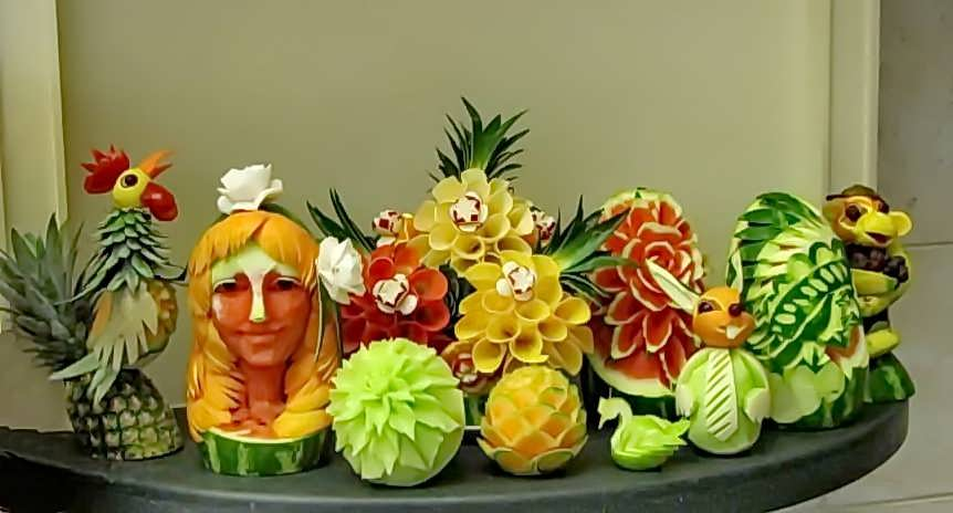 fruit-sculptures-on-the-promenade